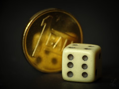 6-5 ... smaller than a coin (Luana 0201) Tags: dice coin small macromondays