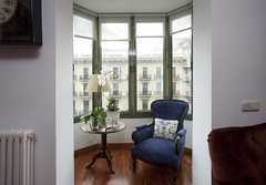 Views over Plaza Cataluñya. Modern apartment f...
