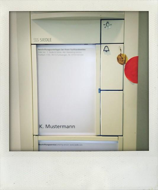 Bei Beschwerden wenden Sie sich bitte an Herrn Mustermann #48stdmag