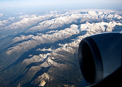 Little Plane below (Nataraj Metz) Tags: schnee mountain snow alps berg canon schweiz switzerland europa europe flight aerialphoto che alpen turbine gebirge luftaufnahme flug boeing737 alpmountains powershots95