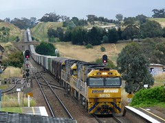 6PS7 at Yass Jct (sth475) Tags: railroad summer train diesel platform railway overcast loco australia container nsw locomotive interstate express ge signal freight nrc pn intermodal mainsouth southerntablelands nr92 colourlight goninan nrclass nr23 nr60 nr77 superfreighter cv409i yassjunction