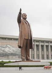 Kim Il Sung was a very tall man - Mansudae Grand Monument (Eric Lafforgue) Tags: war asia korea asie coree northkorea dprk 2061 coreadelnorte nordkorea    coreadelnord   insidenorthkorea  rpdc  coreiadonorte
