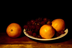 simple  still life (Steven Schnoor) Tags: lighting stilllife color art fruit dark still colorful oldstyle plate shelf pile grapes oranges simple basic thatsall schnoor simplelogic isuppose andfun simplelighting offruit okayitsart ihadtheselayingaroundthekitchen theywerentgoingtobearoundmuchlonger urgeandopportunity itsgottobefun movingslowbutonthemend