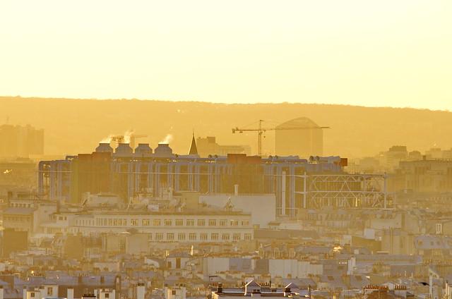 Paris vu depuis le Parc de Belleville 5 Beaubourg et le siège de BOUYGUES Telecom à Issy-les-Moulineaux