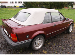 Ford-Escort-Cabrio-(1983-90)_burgundi_weiss_2