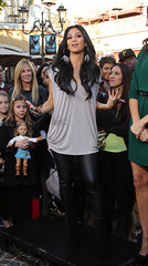 Nicole Scherzinger2011 12 09 visits Extraat The Grove8 (bollemis2) Tags: wet look nicole celeb leggings scherzinger