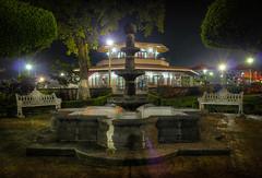 La fuente en el parque (anwarvazquez) Tags: méxico noche agua fuente veracruz hdr kiosco parquecentral fortín enblog