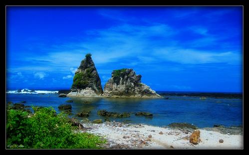batu layar pantai sawarna