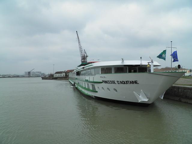Bassins à flot - Princesse d'Aquitaine - Bordeaux - P2011151