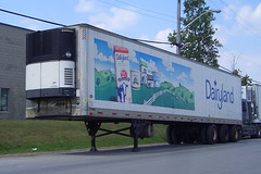 Dairyland Milk triaxle tridem Utility 2000R reefer trailer 2076054 with a Carrier unit Ottawa, Ontario Canada 08282005 ©Ian A. McCord (ocrr4204) Tags: ontario canada milk ottawa casio pointandshoot parked trailer mccord carrier reefer dairyland tridem remorque qvr51 triaxle 2000r ianmccord carrierreefer ianamccord