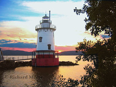 5-Lighthouse-Tree With Sunset (Blackarrow3) Tags: lighthouses hudsonriver sleepyhollowlighthouse tarrytownlighthouse newyorklighthouses hudsonriverlighthouses 1883lighthouse