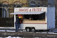 Snacks & Frites aan de Geeuw (Ankie Rusticus, I'm not much here) Tags: ice skating ijs schaatsen sneek waterpoort snackkar