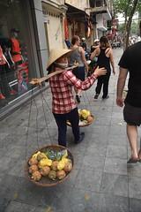 Street seller in Hanoi (Linas G) Tags: street asia traffic vietnam hanoi pinneaples oldquarter