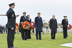 PM lays wreath at the Royal Naval Cemetery, Lyness (The Prime Minister's Office) Tags: uk london photo government pm firstworldwar primeminister 2016 10downingstreet davidcameron orkneyislands wreathlaying primeministerdavidcameron georginacoupe battleofjutlandcommemorationservice stmagnuscathedralgreen