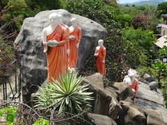 Golden temple, Dambulla (Ronald van Beuningen) Tags: vakantie statues srilanka goldentemple dambulla buddhistmonks goudentempel