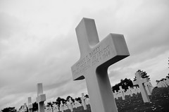 Silenzio assordante (scarpace87) Tags: world beach cemetery grave death blood nikon war ranger peace cross wwii guerra morte american violence soldiers pace omaha normandy tomba sangue normandia croce cimitero mondo mondiale americani violenza soldati seconda d7000