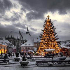 HDR - Winter Christmas Tree (23gxg) Tags: city winter tree romania 1001nights hdr brasov innamoramento nikond40 flickraward vertorama flickrestrellas imagesforthelittleprince coppercloudsilvernsun outstandingromanianphotographers