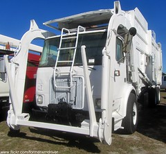 1992 WhiteGMC WX / McNeilus PACSTAR 4004 FEL (FormerWMDriver) Tags: trash truck volvo garbage front collection rubbish end fl 1992 waste refuse loader load sanitation 4004 fel frontloader wx autocar whitegmc frontload mcneilus pacstar 4v2dcfme3nn649588