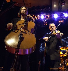 Oysterband - Chopper, cello & Ian, violin (Queen Breaca (on ipernity)) Tags: music concert chopper hamburg violin cello konzert oysterband geige knust iantelfer herowinner queenbreaca canonpowershotg12 oysterbandimknusthamburg8122011