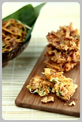 Bakwan (Indonesian Vegetable Fritters) ([nizar wogan]) Tags: indonesia indonesianfood bakwan balabala