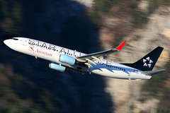 Star Alliance (Austrian Airlines) | Boeing 737-800 | OE-LNT | Innsbruck | INN | LOWI | January8, 2011 (Rene Antmann (rapics)) Tags: sunset motion wonderful airplane photography photographer power aircraft airplanes cockpit equipment international motive flughafen airlines runway shootings flugzeuge planespotting modernaviation flug bladers boeing737 canon30d austrianairlines enginee aircraftspotting aviationphotography aircharter canon300mmf4 aviationphotographer aviationspotting aviationstock commericalaviationphotography commercialbizjetphoto businessjetphotographer aviationstockimages flugzeugfotografie reneantmann