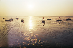 First Rays of the New Rising Sun (Cak Bowo) Tags: morning slr film beach nature sunrise indonesia landscape pier boat nikon 28mm nikkor fm perahu surabaya pantai pagi alam preai nikonfm eastjava fujiproplus100 dermaga kenjeranbeach nikkorhauto28mmf35 pantaikenjeran