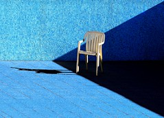 L'inverno, in piscina (meghimeg(temporarily disconnected)) Tags: blue shadow sun pool chair blu ombra piscina sole azzurro sedia sori 2011 azulazula