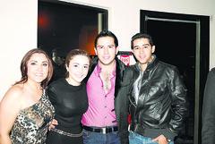 Claudia Garza, alejandra Gallardo, Javier y Memo Garza*