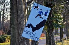 Vorsicht Kinder (MaretH.) Tags: sign warning children drawing kinder schild brake zeichnung warnung warnschild bremse bremsen hinweisschild cardriver darstellung autofahrer vorsichtkinder spielstrase
