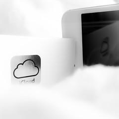 IMG_6290 (l3enjamin) Tags: cloud white apple mobile clouds geek telephone tel iphoto nuage nuages blanc iphone ifoto icloud