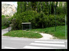 Cuando pasa el bus ? - When comes the bus ? (Sylvia Andreu) Tags: road france bus tree station montagne farola arboles carretera route provence montaña arbre montain pasocebra