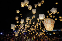 Sky Lanterns Launching into the Sky  (olvwu | ) Tags: sky mountain night festive hope fly peace hotair release taiwan chinesenewyear blessing hotairballoon lantern wish launch rise lanternfestival lunarnewyear exciting pinxi happynewyear 2012   pingsi pingxi jungpangwu oliverwu oliverjpwu  skylantern olvwu  skylanternfestival  jungpang pingxiskylanternfestival fifteenthdayoflunarnewyear  newtaipeicity pingxidistrict pinxidistrict