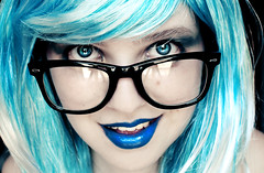 (Nanihta (Sol Vzquez)) Tags: auto blue portrait espaa art nerd sol girl make up azul photoshop photography glasses spain chica retrato lips labios autorretrato bluehair  fotografa vazquez azules selbstportrt primerplano  vzquez bluelips nanah  nanihta