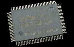 SAMSUNG@DDR-SDRAM@64MBit@K4D62323HA-QC60___Stack-DSC03491-DSC03518_-_ZS-DMap (FritzchensFritz) Tags: 2 macro vintage ceramic focus die open shot fixed stacking makro package wafer pipeline cracked processor gpu gts agp keramik fokus geforce nvidia prozessor supermakro focusstacking lenstagger cpudie nv15 180nm stackshot dieshot fokusstacking stackrail dieshots waferdie wafershot gpupackage