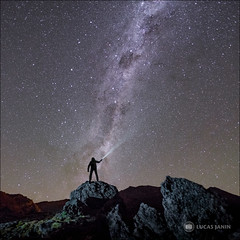 Selfie and Stars (Lucas Janin | www.lucasjanin.com) Tags: longexposure light newzealand sky panorama selfportrait rock night square iso3200 star outdoor lumière wide ciel astrophotography tongarironationalpark fujifilm 24mm f18 16mm nuit astrophoto carré lightroom milkyway selfie longueexposition voielactée 150sec xt1 lucasjanin lightroom6 xf16mmf14rwr manawatuwaganui