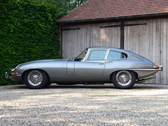 Jaguar E-Type 4.2 Series 1 FHC (1965)