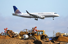 United Express, Embraer E175 (E170-200LR) (Ron Monroe) Tags: lax airlines airliners unitedairlines embraer emb170 erj170 unitedexpress klax e175 n146sy