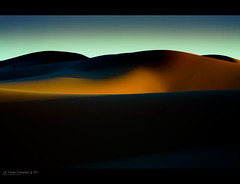 Erg Chegaga dunes 3. (jero 053 (J.Fransen)) Tags: africa light sunset abstract luz night canon landscape fire photography evening daylight cool sand desert post image bend or dunes curves ngc surreal bleu morocco maroc desierto canon5d nightview shadowplay fuego process shape tones effect marokko feu lumires dunas oro afrique lightroom dsert tons merzouga desolated tonos lightfall bedoein dunedusable