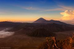 Tengger caldera (Heilah Alnasser) Tags: sunrise volcano nikon bromo semeru batok d300 mtbromo eastjava heilah bromotenggersemerunationalpark heilahalnasser