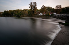 House on the weir (yoJoebosolo) Tags: uk england water thames reading dam slowshutter weir