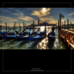 Brillos en la tarde (Julio_Castro) Tags: azul agua cielo embarcadero gondola venecia gondolas canales colorphotoaward oltusfotos