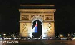 Paris - El Arco del Triunfo con la bandera francesa (Polycarpio) Tags: poly gallardo polycarpio fotosdeparis jmgallardo fotosdefrancia juanmanuelgallardo polygallardo juanmgallardo