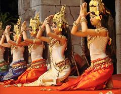 Prière des Apsaras (Siem Reap) (dalbera) Tags: cambodge siemreap angkor apsara khmerclassicaldance méditation prière dalbera artkhmer dansetraditionnellekhmère
