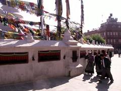 (Nepal Okt.09) (Syydehaas) Tags: nepal trekking pagoda asia asien vishnu native gates buddha kali stupa tibet shangrila kathmandu mustang himalaya shiva markt hindu patan everest boudhanath pokhara kamasutra annapurna cultural champa dalailama namaste gompa pashupatinath sadu pagode thamel mnch nilgiri kumari durbarsquare jomsom kagbeni muktinath marpha buddhismus ethic knigreich phewalake abenteuer dhaulagiri freakstreet bn hinduismus jarkot jharkot kaligandaki thorongla bagmati machapuchare lupra panchase jomosom daksinkali khinga totenverbrennung highflyer261 fishtailmontain tilahar syydehaas