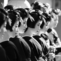 geisha / japan / black white / people / kyoto / girl / traditional / makeup (momoyama) Tags: travel portrait people blackandwhite bw woman flower girl beautiful beauty japan canon japanese costume women focus kyoto asia dof traditional group culture 85mm geiko geisha 7d   kimono