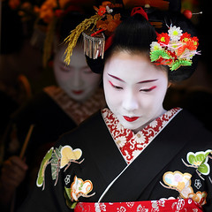 geisha / make up / face / beautiful / portrait / pretty / black (momoyama) Tags: new travel red portrait people woman black flower girl beautiful beauty face japan canon japanese costume kyoto asia pretty traditional culture makeup 85mm maiko geiko geisha 7d   kimono