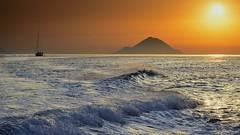 Navigando fra le isole (Andrea Rapisarda) Tags: sunset nikon tramonto waves eolie isoleeolie ©allrightsreserved d7000 andrearapisarda