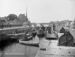 Traffic Jam (National Library of Ireland on The Commons) Tags: bridge ireland boats lock bee shannon rams athlone gcc weir barges 1890s methodistchurch 1895 leinster westmeath rivershannon robertfrench williamlawrence nationallibraryofireland lawrencecollection athlonelock gatewinches heelposts