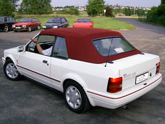 Ford-Escort-Cabrio-(1983-90)_weiss_aignerrot