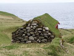 Trllanes - Kalsoy - Faroe Islands (Eileen Sand) Tags: ocean travel sea sky house mountain nature stone island islands europa europe may atlantic scandinavia faroeislands ssl faroes 2011 froyar frerne faroese turfroof foroyar kalsoy kallur trllanes kallsoy kals tfer